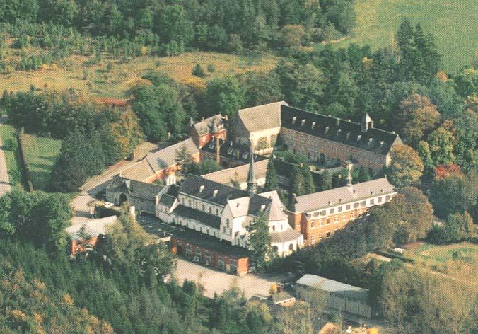 Abbaye de Rochefort en flamme / BELGIQUE